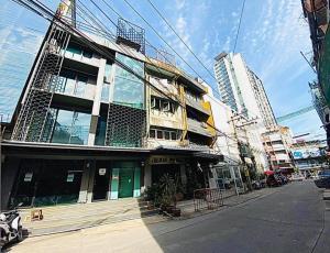 For RentShophouseOnnut, Udomsuk : Commercial building for rent near BTS Phra Khanong 300 meters.