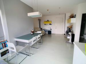 For SaleCondoRatchadapisek, Huaikwang, Suttisan : Sell The Room Ratchada Ladprao, size 61 sq m, 2 bedrooms, 1 bath, price 4,700,000, interested call to see the room 0808144488.