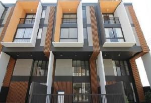 เช่าทาวน์เฮ้าส์/ทาวน์โฮมพัฒนาการ ศรีนครินทร์ : For Rent ให้เช่าทาวน์โฮม 3 ชั้นครึ่ง บ้านสภาพใหม่ ไม่เคยอยู่ โครงการ ชิเชน พัฒนาการ 32 เฟอร์นิเจอร์ครบ Fully Furnished แอร์ 6 เครื่อง อยู่อาศัย หรือ เป็นสำนักงานจดบริษัทได้