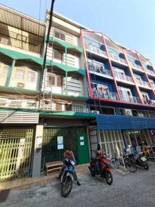 For RentShophouseKhlongtoei, Kluaynamthai : 5-storey commercial building for rent, Soi Setthaweesup 2, Klong Toei, near MRT Queen Sirikit National Convention Center.