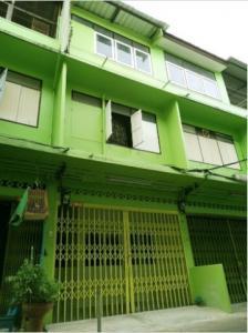 For RentShophouseKhlongtoei, Kluaynamthai : 3-storey commercial building for rent, Soi Charoen Suk, Rama 4, near Klong Toey Market.
