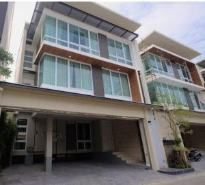 For RentHouseRatchadapisek, Huaikwang, Suttisan : Rental / Selling : Single House with Private Pool in Suthisarn , 3 Bed 5 Bath , 3 Car Park , 110 sqw