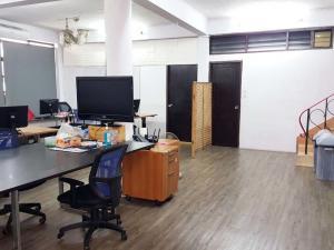 เช่าตึกแถว อาคารพาณิชย์สีลม ศาลาแดง บางรัก : ให้เช่า อาคารพาณิชย์ ใกล้ MRT หัวลำโพง - ถนนมหานคร ถนนพระราม4 Ref. A01210102