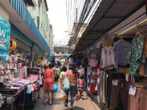 For RentRetailPinklao, Charansanitwong : Available space for rent at Wang Lang market location