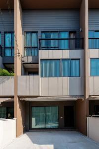 เช่าทาวน์เฮ้าส์/ทาวน์โฮมเสรีไทย-นิด้า : แบบบ้านทาวน์โฮม 3 ชั้น โมเดลใหม่ ตกแต่งพร้อมอยู่ แนวสมัยใหม่ ราคาถูก