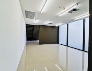 For RentRetailOnnut, Udomsuk : Shop for rent, under the Whizdom Essence Condo, Sukhumvit 101, good location, near BTS Punnawithi & Udomsuk 500 meters.