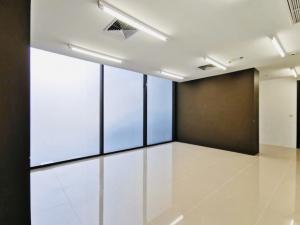 For RentShowroomOnnut, Udomsuk : Shop for rent under the Whizdom Condo @BTS Punnawithi, High Rise Condo, 664 units.