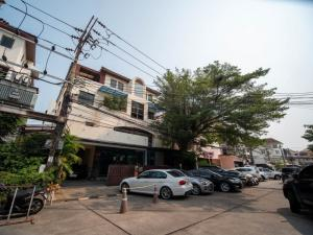ขายตึกแถว อาคารพาณิชย์เลียบทางด่วนรามอินทรา : ขายตึก อาคาร สำนักงาน 4 ชั้น Town In Town ศรีวรา 84 ตรว. พื้นที่ใช้สอยประมาณ 700 ตรม ราคาพิเศษสุดๆ ด่วน!!