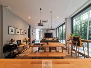 """For RentTownhouseWitthayu,Ploenchit  ,Langsuan : """"The Humble Haus""""4 Bedrooms Modern Townhouse For Rent at Siam areaUsable Area : 350 sq.m."""