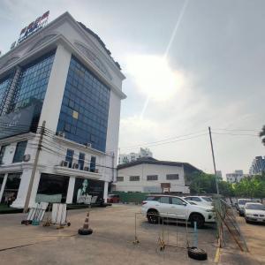 For SaleLandRatchadapisek, Huaikwang, Suttisan : Land for sale in separate Ratchada-Suthisan area of 1002 square wa