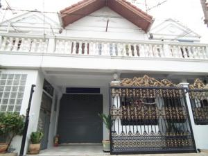 For RentTownhouseLadkrabang, Suwannaphum Airport : For Rent 2-storey townhome for rent, Chalerm Prakiat Rama 9 Soi 17, large houses, 4 air conditioners, fully furnished, fully furnished, residential only. Can support animals