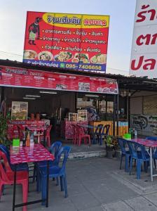 For LongleaseRetailSamrong, Samut Prakan : Sell a la carte restaurant, Laab Koi dip, rice, pork leg, noodles, complete equipment, ready for sale.