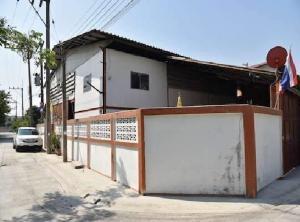 For RentWarehouseBang kae, Phetkasem : For Rent Warehouse, Mini Factory, Area 400 square meters, Soi Petchkasem 126 Near Om Noi Intersection Not deep into the alley, very good location