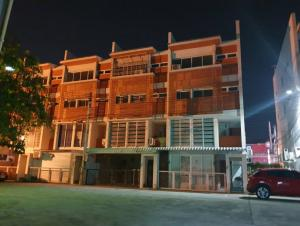 For SaleTownhouseRayong : (Owner) Sell and rent 4-storey townhome, Kunsiri project, Rayong, near Laemthong Department Store, near Lotus, Rayong. Great location.