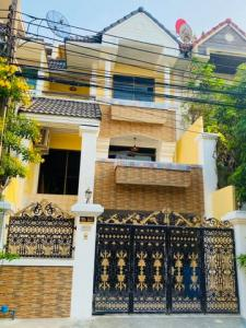 For RentTownhouseOnnut, Udomsuk : HR680 4-storey townhome for rent, Royal Nakarin Village, Villa Soi On Nut 46, convenient transportation