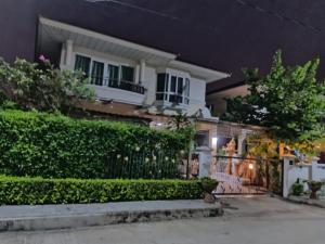 For SaleHouseRamkhamhaeng,Min Buri, Romklao : House for sale Supalai Park Ville Romklao Suvarnabhumi. Shady house, safe, good feng shui.