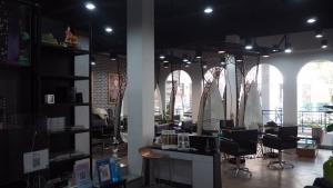 เซ้งพื้นที่ขายของ ร้านต่างๆนวมินทร์ รามอินทรา : 🚨เซ้งกิจการ ร้านเสริมสวย @amorini mall ร้านสวยพึ่งรีโนเวท👉🏻ไม่ต้องซ่อมเเซมหรือเสียเงินตกเเต่งเพิ่ม👉🏻สามารถเข้าดำเนินการต่อได้เลย