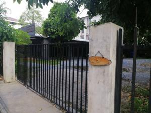 For RentHome OfficeLadprao 48, Chokchai 4, Ladprao 71 : Home office for rent, Soi Nakniwas 12, Ladprao 71 road, area 200 square wah, near MRT Chokchai 4.