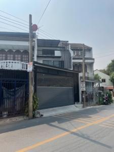 For SaleTownhouseKaset Nawamin,Ladplakao : Newly renovated 3-storey townhouse for sale.