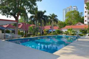 For SaleBusinesses for salePattaya, Bangsaen, Chonburi : Fully furnished pool villa ready to move in. Pattaya - Pratumnak Hill Soi 4, 5 houses, 3-room pool villas, area 1-2-72 rai, Pattaya, Chonburi