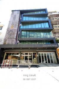For RentShophouseSapankwai,Jatujak : For rent commercial buildings next to BTS Saphan Kwai --- 1st floor, 2nd floor, or the whole building.