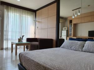 ขายคอนโดพระราม 9 เพชรบุรีตัดใหม่ : ขายคอนโดไอเฮ้า ราคาพิเศษ พร้อมคนเช่า ห้อง Studio ชั้น 6 เพียง 1.2 ล้าน (S1984)