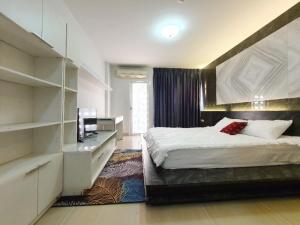 ขายคอนโดพระราม 9 เพชรบุรีตัดใหม่ : ขายห้องสวยพร้อมอยู่ คอนโดไอ-เฮ้าส์ลากูน่าการ์เด้นท์ ห้อง studio อาคาร E ชั้น 3  ราคา 1.29 ล้าน (S1986)