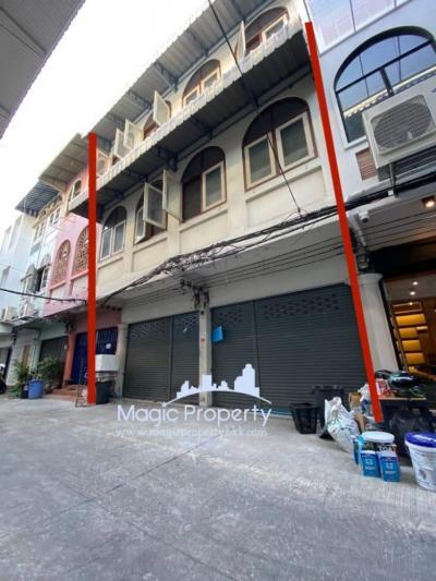 For SaleShophouseSukhumvit, Asoke, Thonglor : Selling 2 commercial buildings, Soi Sukhumvit 38 (Sansabai 8), Phrakhanong, Klongtoey, Bangkok.