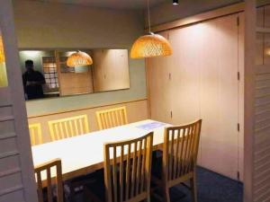 For RentRetailSilom, Saladaeng, Bangrak : 🔴 For rent + restaurant for sale, Silom, BTS Saladaeng, 130 meters, prime location, busy people all the time, foreign office