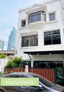 For SaleTownhouseWongwianyai, Charoennakor : Sell! 3 stores townhouse just 500 meters to BTS Krungthonburi