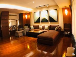 For RentTownhouseNana, North Nana,Sukhumvit13, Soi Nana : 4-storey townhome for rent in Thonglor area, near BTS Thonglor, near San Saeb canal pier.