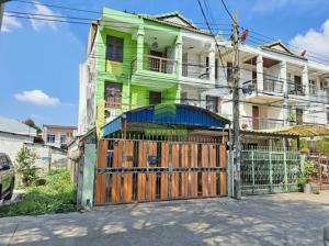 For SaleShophouseLadprao 48, Chokchai 4, Ladprao 71 : Urgent sale, 3-storey building, Soi Satriwitthaya 2, Soi 12, area 31.80 sq m, good location, ready to edge plots.