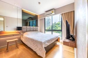 For RentCondoSukhumvit, Asoke, Thonglor : For rent, Tidy Deluxe Sukhumvit 34, 4th floor, beautiful room, excellent furniture, near BTS Thonglor