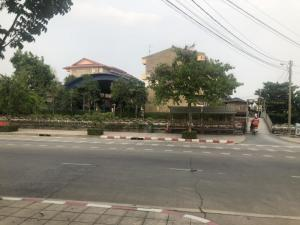 For SaleLandNakhon Pathom, Phutthamonthon, Salaya : Land for sale 1 rai 37.3 square wa, in front of the land, 2 lanes wide road, two lanes, the garden can be in front of the alley with Khlong Thawi Watthana School.