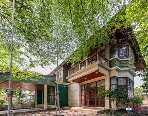 "For SaleHouseRama 2, Bang Khun Thian : ขายบ้านเดี่ยว (สวยสุด) บ้านชายคลอง ถูกที่สุดในโครงการ 3 ห้องนอน 1 แม่บ้าน ใกล้โรวเรียนรุ่งอรุณ ต่อเติมแล้ว""สอดคล้องกับธรรมชาติ บ้านหน้ากว้าง ออกแบบโดยสถาปนิกชื่อดัง Baan ChaiKlong"