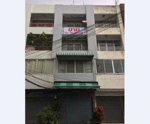 For SaleShophouseRamkhamhaeng,Min Buri, Romklao : 4-storey commercial building in front of the Village Home Place The mouth of Soi Ramkhamhaeng 140, near the orange train Nom Klao Station 17 sq.wa, 3 bedrooms, good location