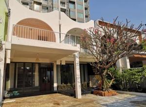 เช่าบ้านสุขุมวิท อโศก ทองหล่อ : For Rent ให้เช่าบ้าน 2 ชั้น พื้นที่ดิน 45 ตารางวา ซอยเอกมัย 12 ตกแต่งสวย อยู่อาศัย หรือ เป็นสำนักงาน หรือ เป็น Studio