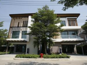For RentHousePattanakan, Srinakarin : Rent or sell 3-storey house, AQ Harbor, Suan Luang, AQ Arbor Suanluang, near Suan Luang Rama IX, new cut development, Srinakarin, Paradise Park, Seacon, Chalerm Prakiat Road.