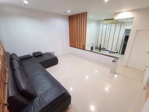 For SaleTownhouseLadprao 48, Chokchai 4, Ladprao 71 : 3 storey townhome for sale. Cheap house for sale. Cheapest in the village 21 sq m. Ladprao 71 Nakniwat 48
