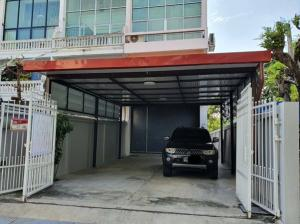 For RentTownhouseOnnut, Udomsuk : 4-storey townhome for rent, Sukhumvit 101, Soi Punnawithi, very good location, newly renovated building, 6 air conditioners, some furniture, 2 parking spaces, residential or office, can register a company