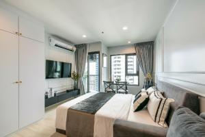 For RentCondoWitthayu,Ploenchit  ,Langsuan : 🎉 Beautiful room for rent, Life One Wireless Condo, 20th floor, beautiful view, fully furnished, you can move in.