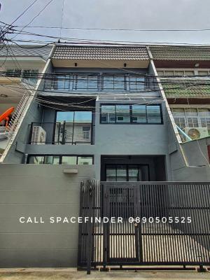 """เช่าทาวน์เฮ้าส์/ทาวน์โฮมสุขุมวิท อโศก ทองหล่อ : """"The House of Grey""""House for rent in Ekkamai Area 4 storey house 3 bedrooms with 3 bathroomsFeel free to call Spacefinder 0890505525LineID : 0890505525#Spacefinder"""