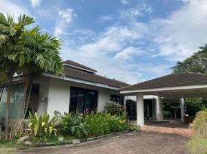 For SaleHousePattanakan, Srinakarin : Urgent sale !! Beautiful house with land, total usable area of more than 1000 sq m, area 1 rai 200 sq m, Krungthep Kreetha Road, sold 85 million