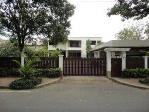 For RentHouseRamkhamhaeng Nida, Seri Thai : 2-storey house for rent, 200 square wah, Navatanee Serithai 59 Village (Sukhaphiban 2 Road)