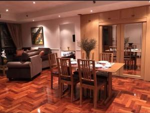 For RentCondoSukhumvit, Asoke, Thonglor : Urgent Rent ++ Great Location ++ Las Colinas ++ Rent Reduced from 50000 to 37000 ++ BTS Asoke ++ Fully Furnished 🔥