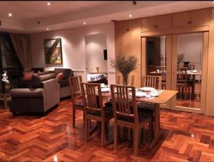 เช่าคอนโดสุขุมวิท อโศก ทองหล่อ : Urgent Rent++ Great Location ++ Las Colinas ++ Rent Reduced from 50000 to  37000++ BTS Asoke ++ Fully Furnished 🔥