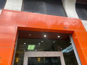 For SaleShophouseWongwianyai, Charoennakor : 5-storey commercial building for sale, next to Wongwian Yai BTS station.