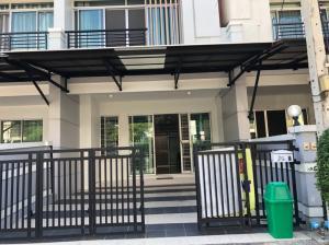 For RentTownhousePattanakan, Srinakarin : Townhome for rent Baan Klang Muang, Srinakarin, Urbanian, Srinakarin 46/1