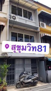 For RentShophouseOnnut, Udomsuk : 3-storey commercial building for rent >> 168 sq m. (Next to Sukhumvit 81 road)