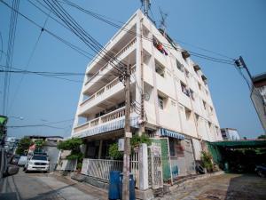 ขายขายเซ้งกิจการ (โรงแรม หอพัก อพาร์ตเมนต์)ลาดกระบัง สุวรรณภูมิ : ขายอพาร์ทเม้นท์ 4.5 ชั้น 44 ห้อง 80 ตรว. ซอย เฉลิมพระเกียรติ ร.9 ซอย 14 ใกล้ปากทาง ใกล้แหล่งจ้างงาน ราคาพิเศษ!!
